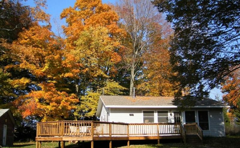 Wonderful Fall Colors - Peaceful and Beautiful, Summer or Fall retreat - Montague - rentals