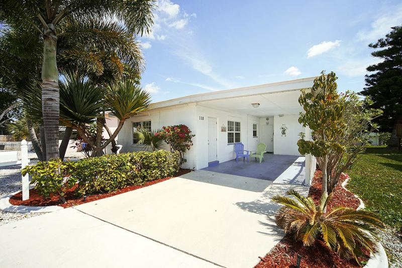 Just 50 Steps to the Beautiful White Beaches - Image 1 - Fort Myers Beach - rentals