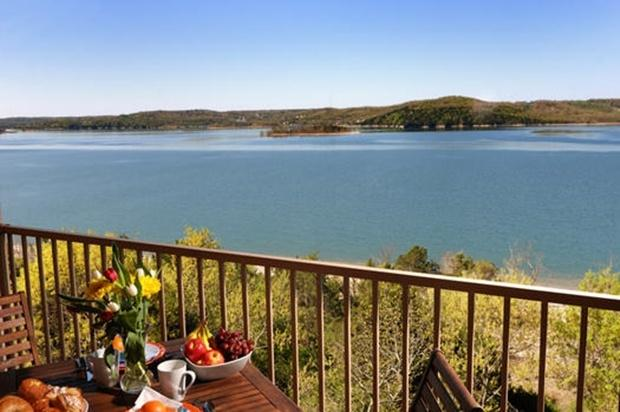 Lakefront 3BR Penthouse: Best on the Lake! - Image 1 - Hollister - rentals
