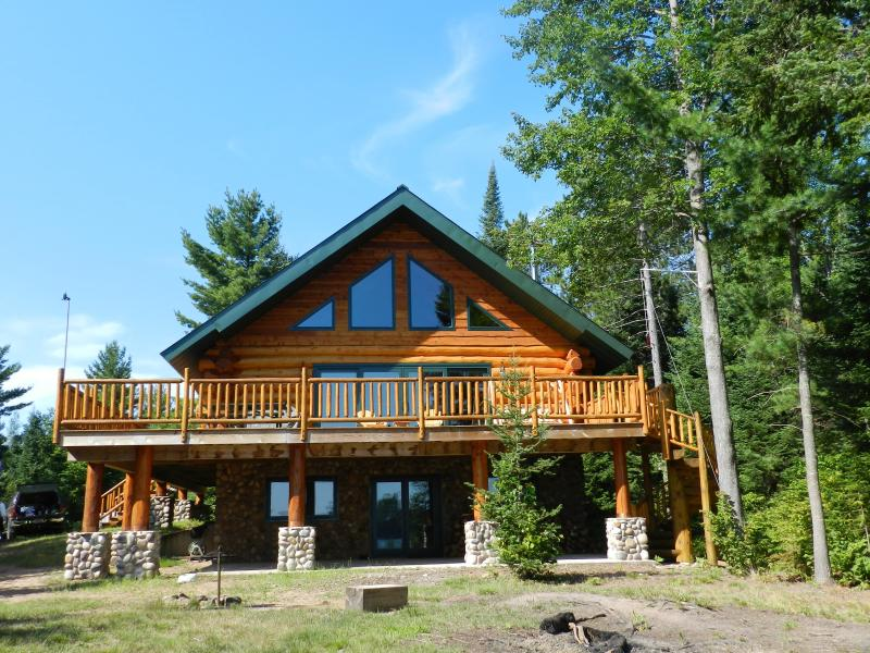 Hand Crafted Log Home on Lake - Image 1 - Land O  Lakes - rentals