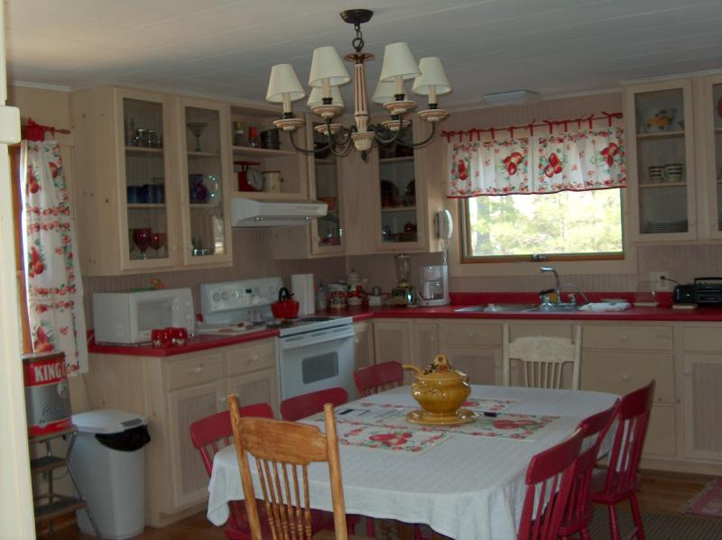 kitchen - Charming ocean front cottage in Harpswell - Harpswell - rentals