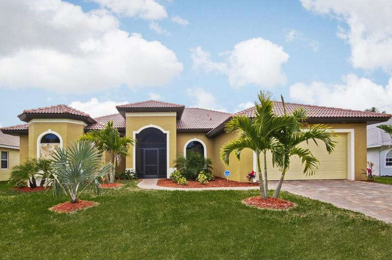 Villa Black Pearl - Holiday Villa Black Pearl by the canal with pool - Cape Coral - rentals