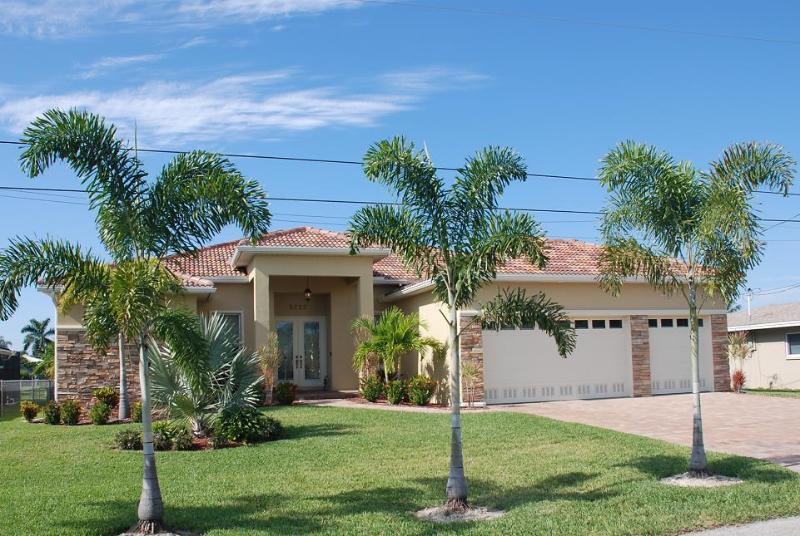 Villa Sunshine with boat, pool spa/whirlpool - Image 1 - Cape Coral - rentals