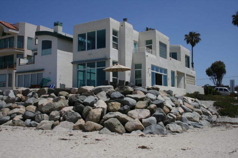 Immaculate 3 Bedroom beachfront home, private, spectacular views, great location - Stunning 3BR Private Beachfront Home-Immaculate - Oceanside - rentals