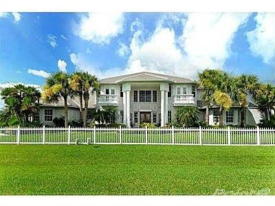 Front view of this majestic property - Port Charlotte Waterfront Sunsets - Port Charlotte - rentals