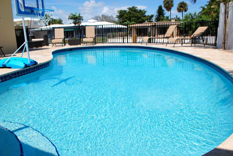 Waterfront Pool View w/Lounge Chairs or walk 1000 ft to the BEACH! Hoops anyone? - Waterfront Vacation home rental Coral Reef Beach House - Lauderdale by the Sea - rentals