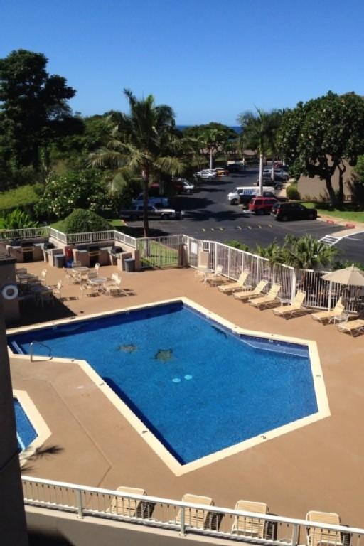 The Pool with Grills and Hot tub just to the Left. - 1 Block from Beach, Great Price in Kihei, Maui HI. - Kihei - rentals