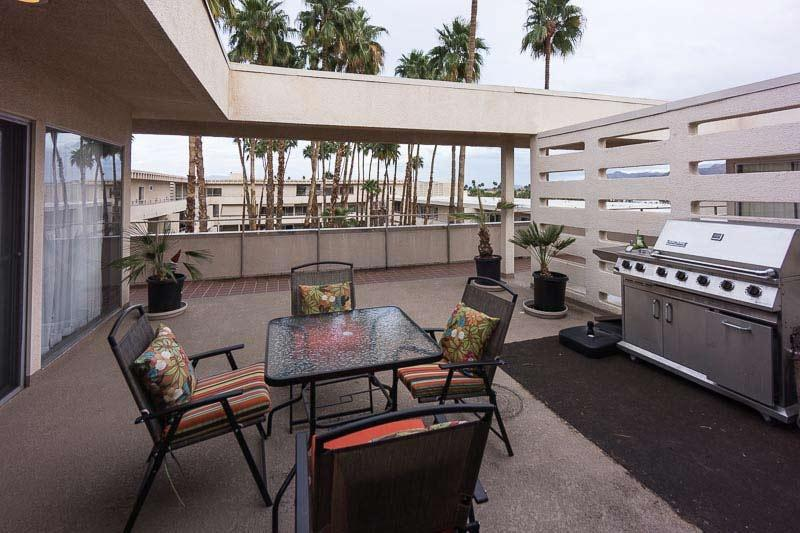 Penthouse Condo Front Patio - Penthouse Condo Downtown Palm Springs - Palm Springs - rentals