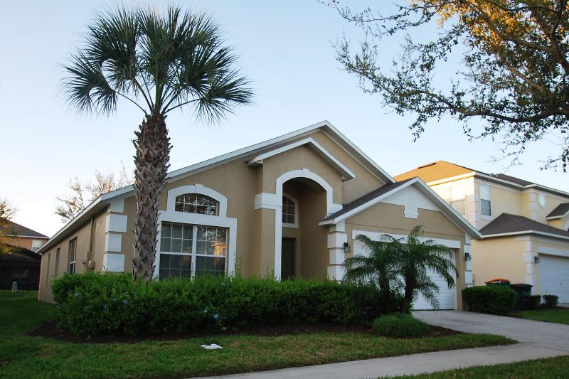 Front of the House - Beautiful pool villa 10 mins to Disney - Kissimmee - rentals