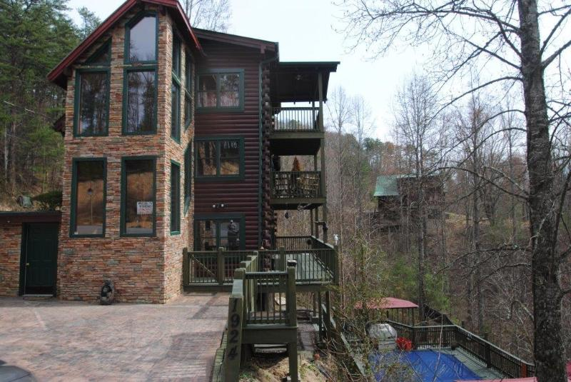 5 bedroom, private heated pool - Image 1 - Sevierville - rentals
