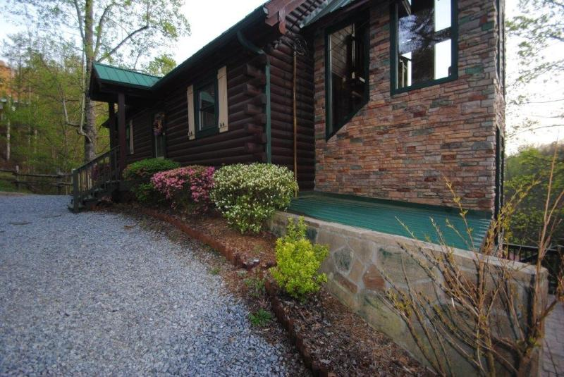 5 bedroom, private heated pool, near Dollywood - Image 1 - Sevierville - rentals