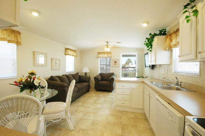 Cute Cottage Rental near Tampa! - Image 1 - Dover - rentals