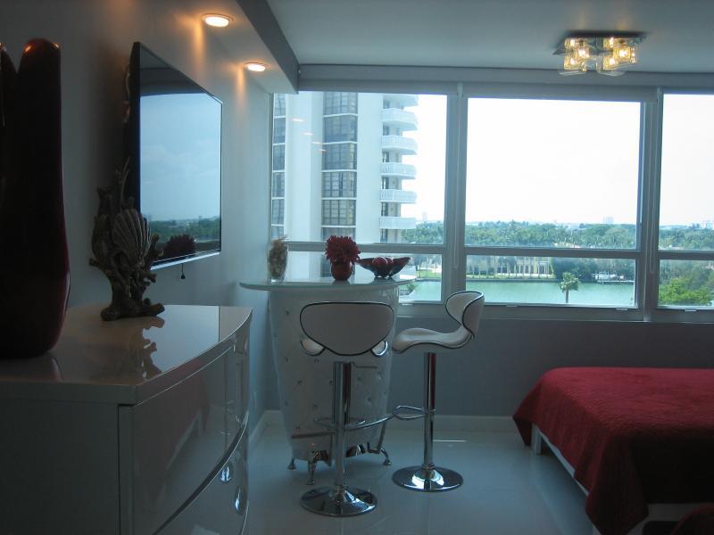 Beautiful Getaway- Condo Suite - Amazing Beach Getaway! -  Parking & Pool - Miami Beach - rentals