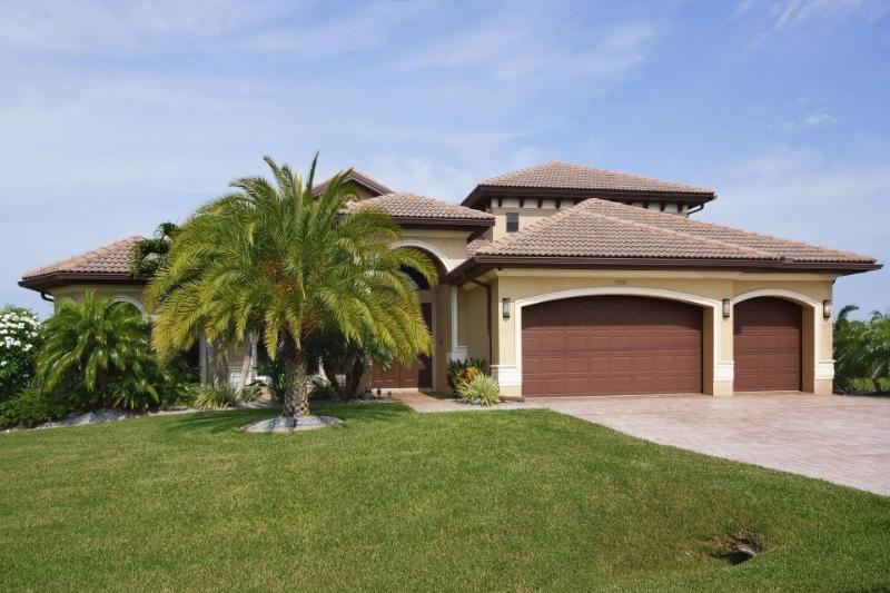 Villa South Beach - Dream Villa South Beach by a canal in CC - Cape Coral - rentals