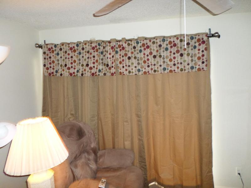 CURTAIN OVER SLIDING GLASS DOOR TO TILED ENCLOSED PATIO. - GREAT SCOTTSDALE  LOCATION - Scottsdale - rentals