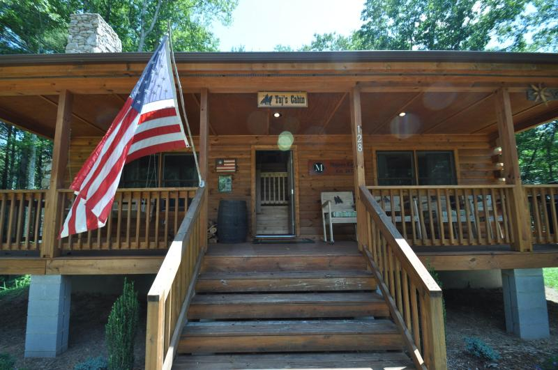 Relax at Taj's Cabin - Custom 3br Cabin on 200+ Acre Property - Clyde - rentals