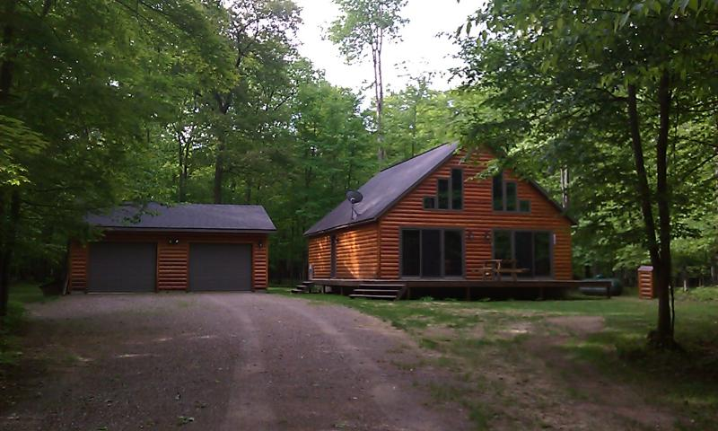 Our chalet log sided cabin in the woods. Approx 1650 square feet. - Log sided home in Minocqua Wisconsin - Minocqua - rentals
