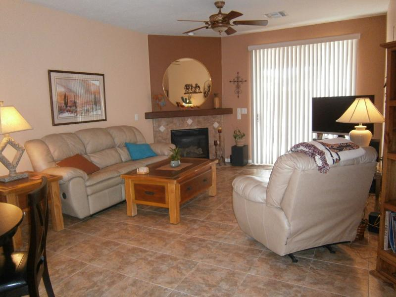 Living area - Luxuriously Furnished Townhome Awaits You! - Green Valley - rentals