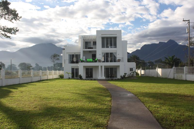 Ocean and mountain views, right on a quiet beach! - Stunning View Of Ocean And Mountains! - El Porvenir - rentals