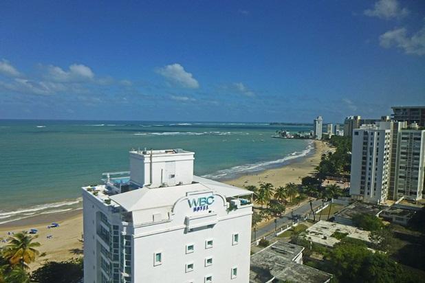 Overlooking Isla Verde Beach, Steps to Casinos - Image 1 - Isla Verde - rentals