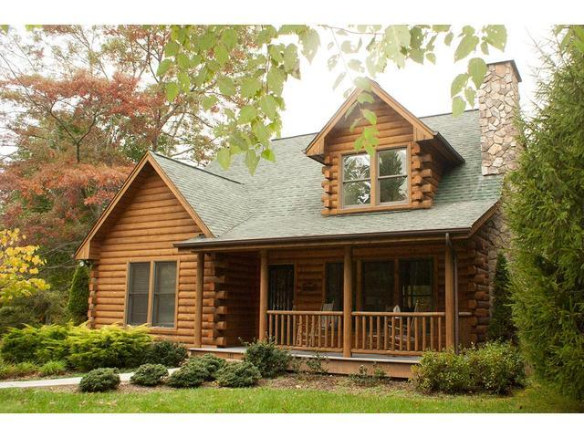 Situated a lovely wooded lot in a peaceful mountain neighborhood. - Tall Birches Cabin - Fleetwood - rentals