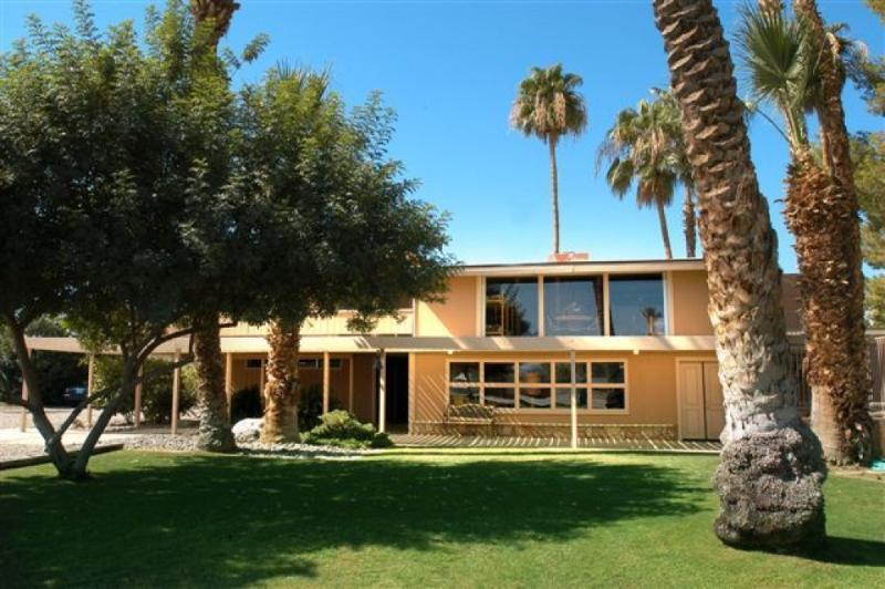 View of the house from the south lawn - Sunset Ranch Oasis - Waterski -Coachella Fest! - La Quinta - rentals