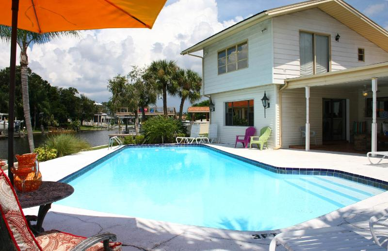 Dolphins Bay to Gulf Gilligan's Island House 2 masters, Pool, Golf, Fish, Relax - Image 1 - Tampa - rentals