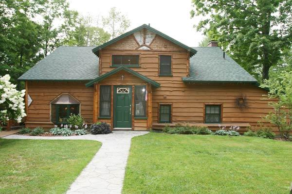 Front of house - Lakeside Lodge with Mountain Views - Saranac Lake - rentals