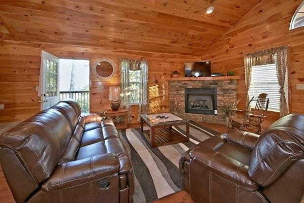 Family room that leads to the side deck and mountain view. - Papa Bear- Fabulous cabin in the Smokies - Sevierville - rentals