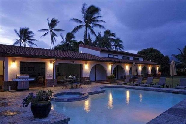 Pool at night. Terrific yard for stargazing! - Oasis Villa -  outdoor kitchen, pool and jacuzzi - Kailua - rentals