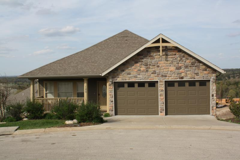 5 bedroom, 4 bath home in Branson Creek, 1/4 mile from Buffalo Ridge Golf Course - Pinnacle Place-in Branson Creek!! - Hollister - rentals