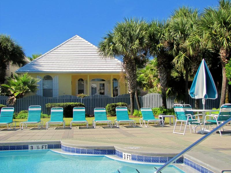 Bigger than it looks!  2 story and guest house! - Admirals Club*Very Nice*Walk to Beach*Guest House! - Destin - rentals