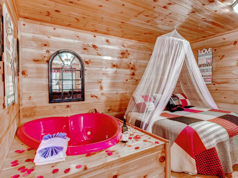 Round king bed with heat shaped jacuzzi for two! - Hanky Panky Romantic Smoky Mtn Honeymoon Cabin - Pigeon Forge - rentals