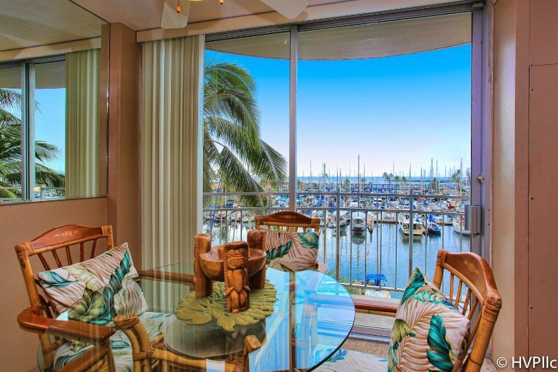 @ Waikiki Beach Ocean Sunset Fireworks Views - Image 1 - Waikiki - rentals