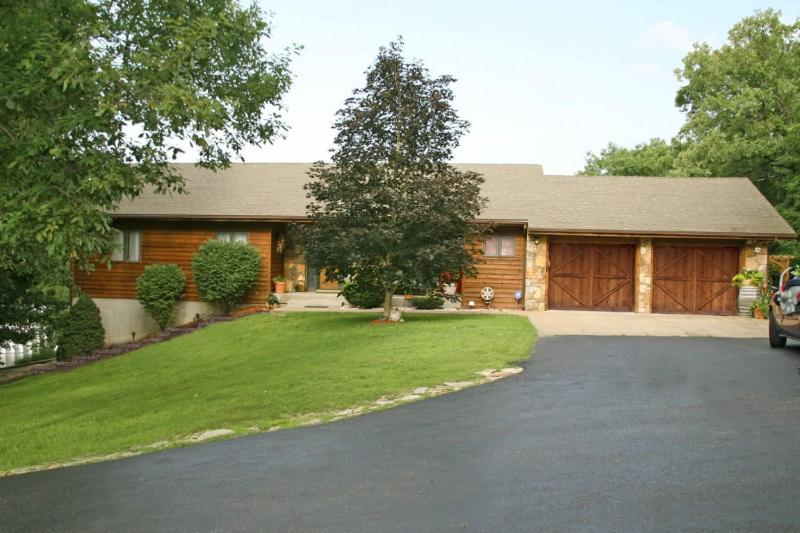 Your home away from home with plenty of parking!! - 5 Bdrm 4 Bath home on 2 acres with your OWN POOL!! - Branson - rentals
