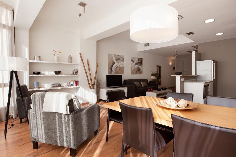stylish 3 bedroom apartment in Barcelona Eixample - Image 1 - Barcelona - rentals