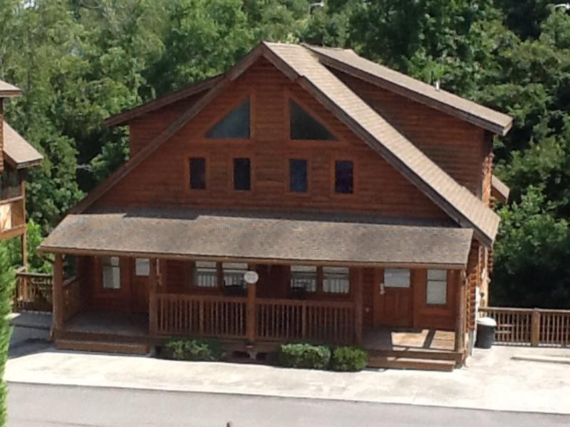 LOG CABIN WITH FULL RESORT AMENITIES - Image 1 - Pigeon Forge - rentals