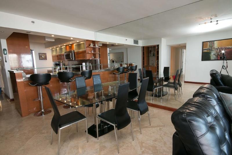 DIning room - 3 Bedroom upgraded modern condo on the bay - Miami - rentals
