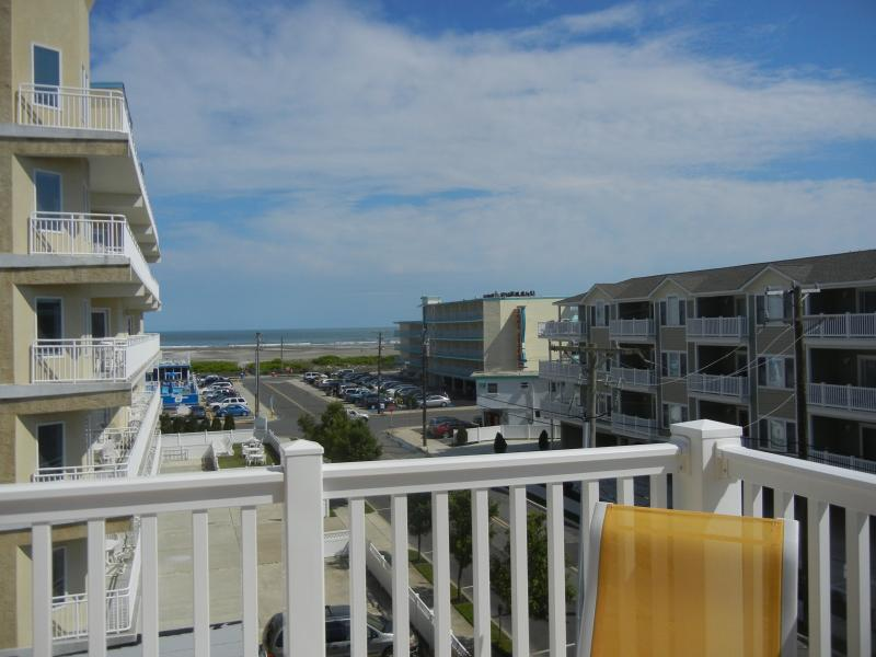 Enjoy the view and ocean breezes from your private corner deck! - Bella Grace..Private Oceanview deck..End of August - Wildwood Crest - rentals