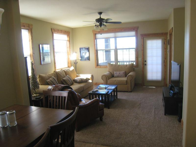 Spacious living room - Family Friendly Gateway to Winter Skiing - Driggs - rentals