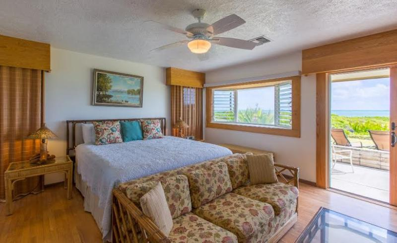 Voyager Beachfront Retreat right on Kailua Beach! - Image 1 - Kailua - rentals