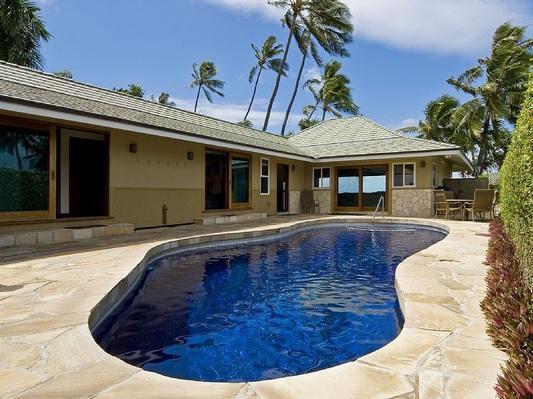 Pool with patio - Diamond Head Tiki Estate - w/pool, oceanfront - Honolulu - rentals