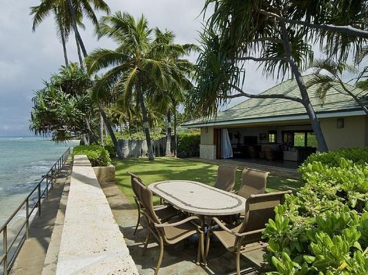 Diamond Head Tiki Estate - w/pool, oceanfront - Image 1 - Honolulu - rentals