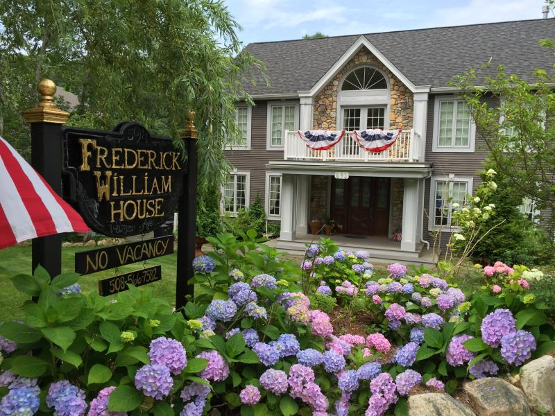 Located on the Shining Sea Bikeway!  Rates include bike rentals & beach passes. - Frederick William House 5 Bedroom Beauty!! - Falmouth - rentals