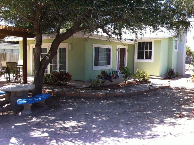 Oceanfront Beach Cottage with Pool - Image 1 - Cocoa Beach - rentals