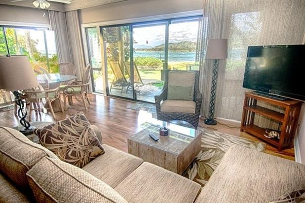 Living area with ocean view - Lae Nani Condo #311 - w/ pool, BBQ, beachfront - Kapaa - rentals