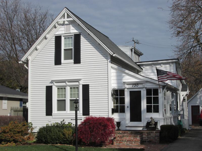 Classic Farmhouse, Grosse Pointe Farms, MI Fully Furnished 1 of 22 - CHARMING Grosse Pointe Farms House, furnished - Grosse Pointe Farms - rentals