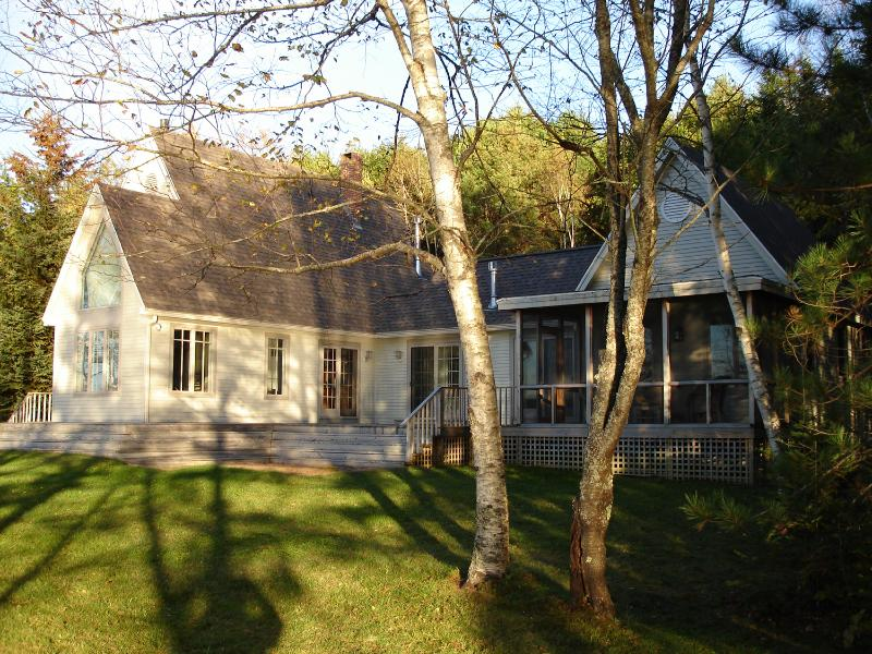 Private waterfront cottage nestled in the woods. - Midcoast Westport Island Waterfront Cottage 3BR3BA - Wiscasset - rentals