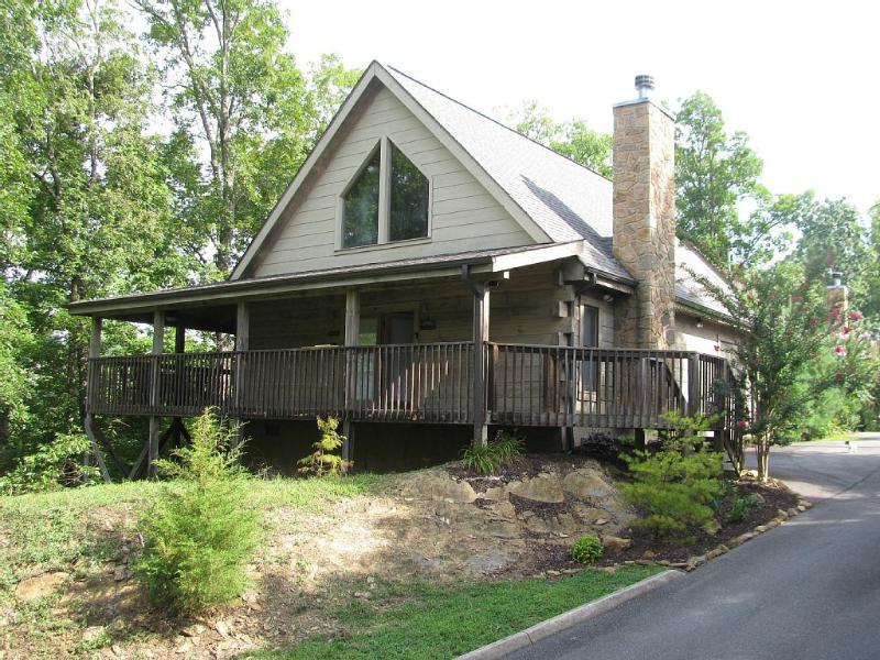 No Hassle Check-in! 2 Bedroom/2 Bath, Hot Tub - Image 1 - Sevierville - rentals