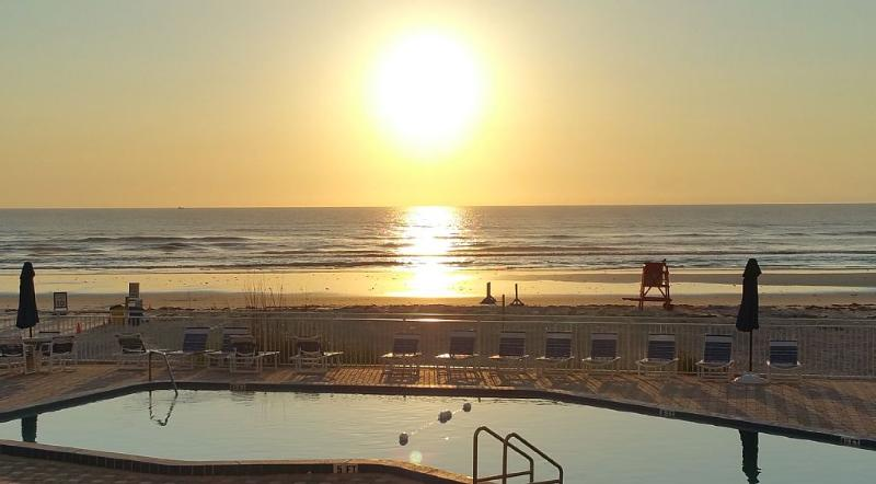 Ocean Front, Steps to Beach, Sleeps 6 - Image 1 - New Smyrna Beach - rentals